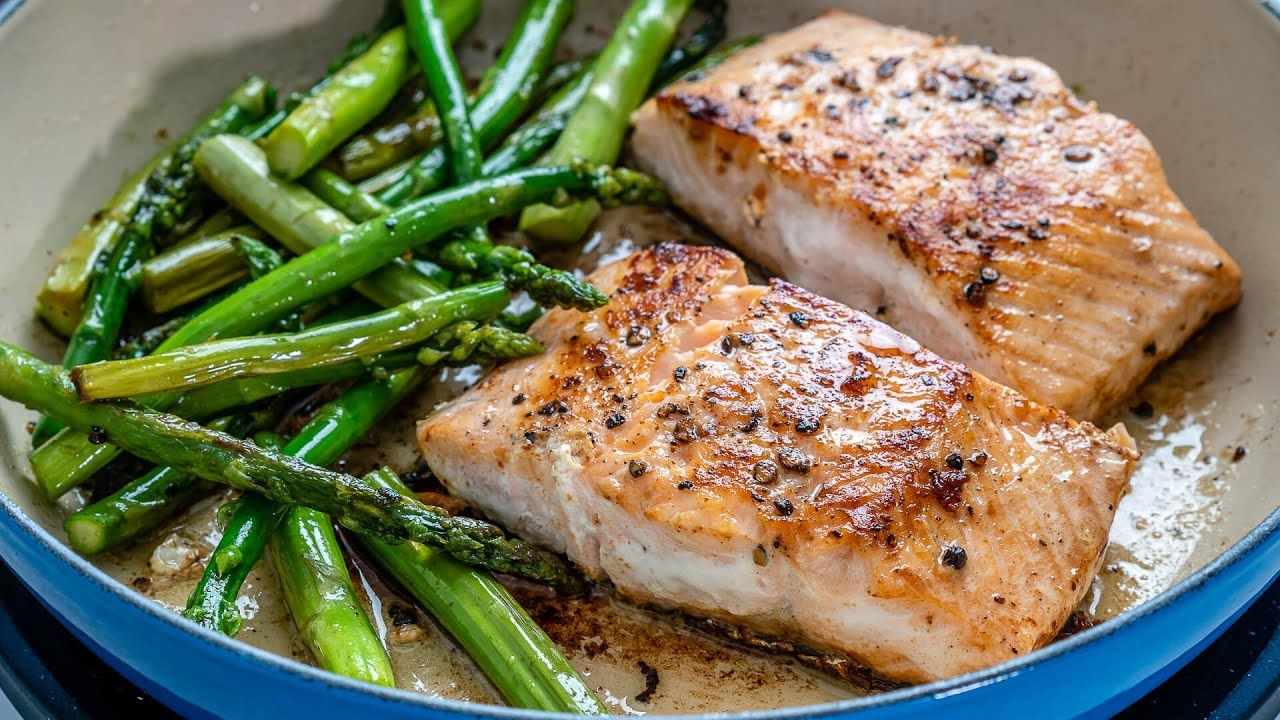 Keto Recipe – One Pan Salmon and Asparagus