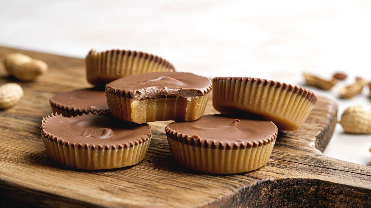 Easy Keto Peanut Butter Cups [5 Ingredients, Ready in 30 Mins]